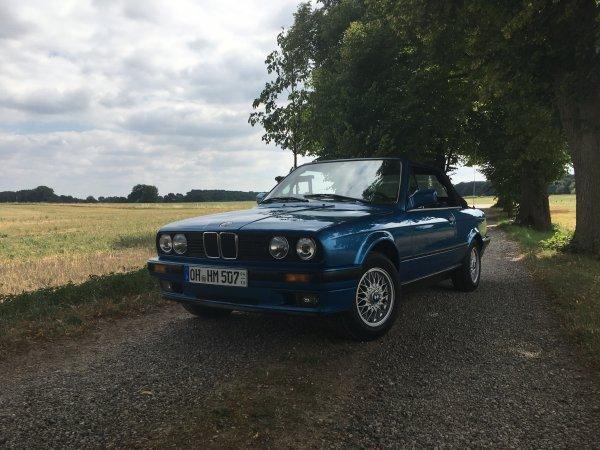 BMW e30 Cabrio Neonblau